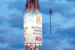 European-Crane-Media System, Rundkörper beleuchtet bei Nacht